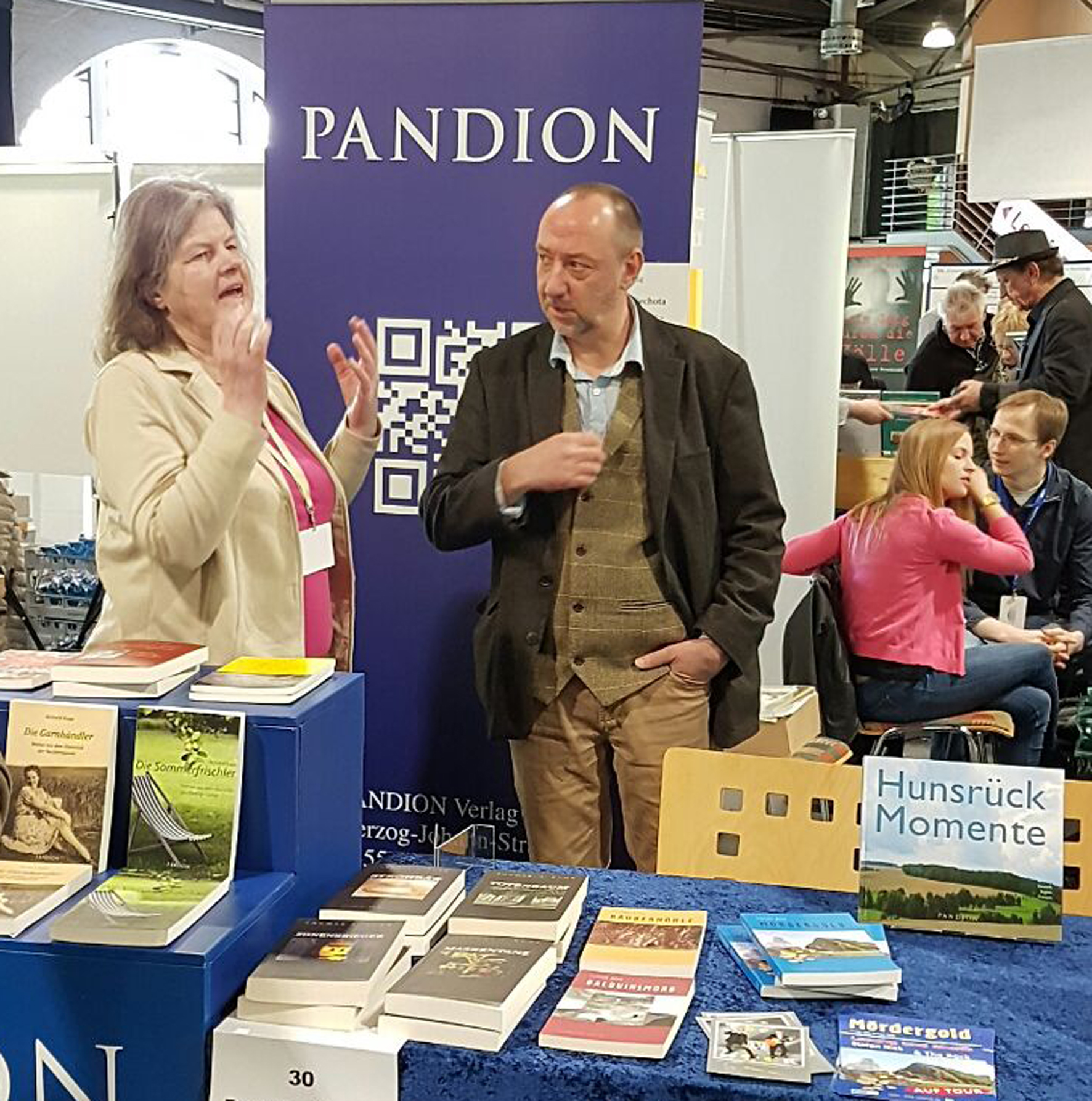 Stefan Nick im Gespräch mit  Frau Schmoll, der Verlegerin vom Pandion Verlag