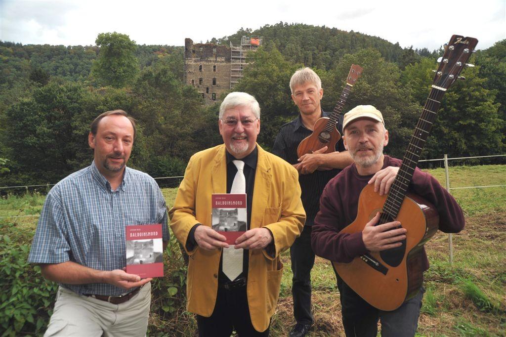 Joachim Mertes mit den Künstlern am Balduinseck, Foto: Werner Dupius