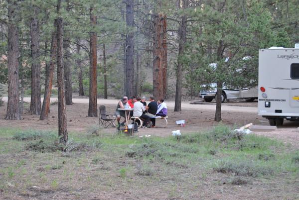 gemütliches Zusammensein auf dem Campground