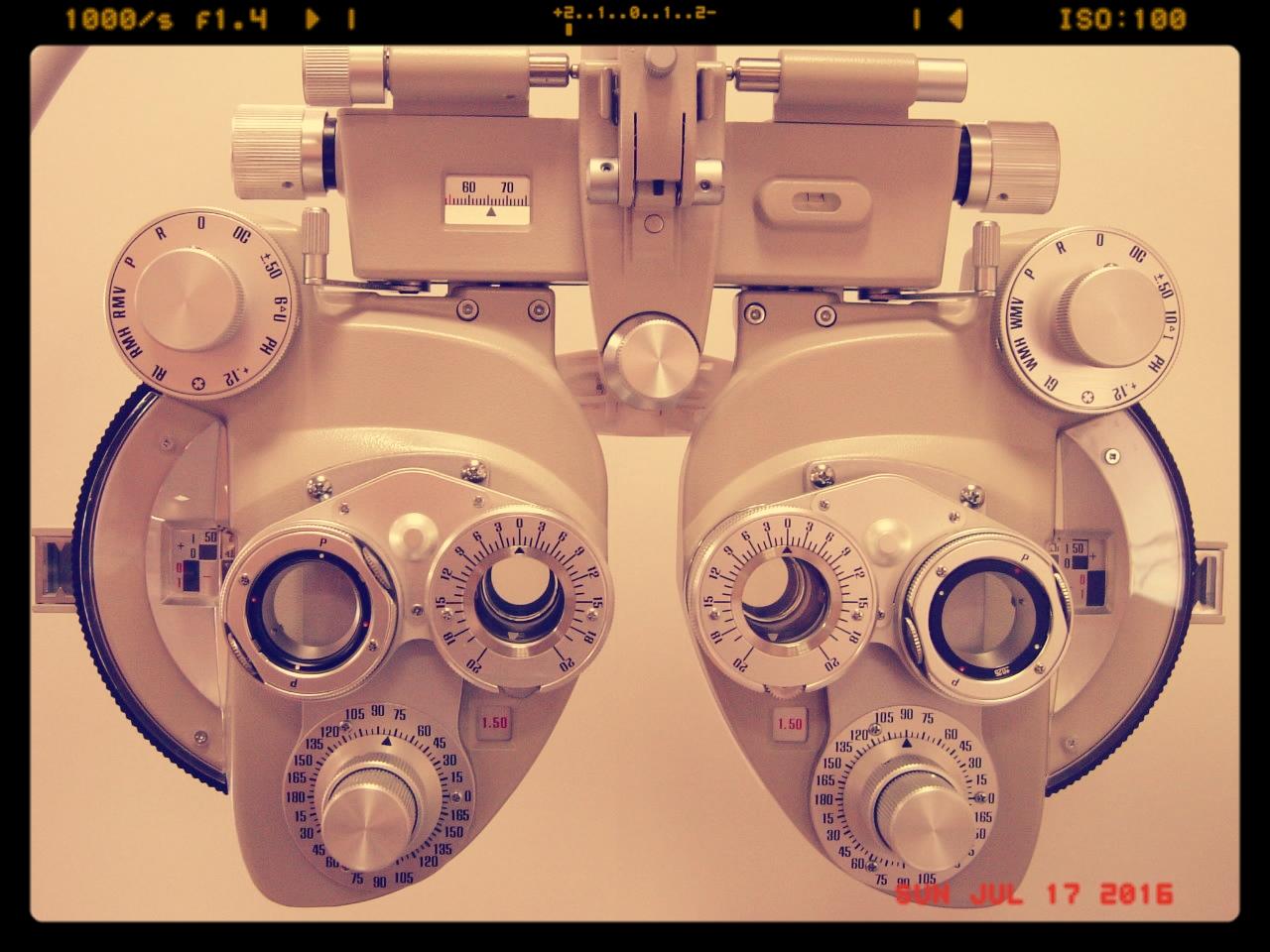 手動フォロプター、最近主流の自動フォロプターでは「見方のクセ」「眼と体のつながり」を導きだせません。