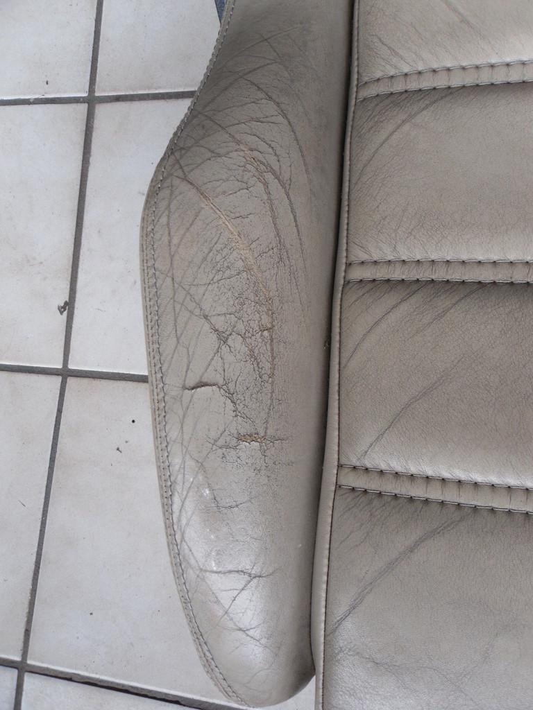 Beifahrerseite - Leder gebrochen und gerissen