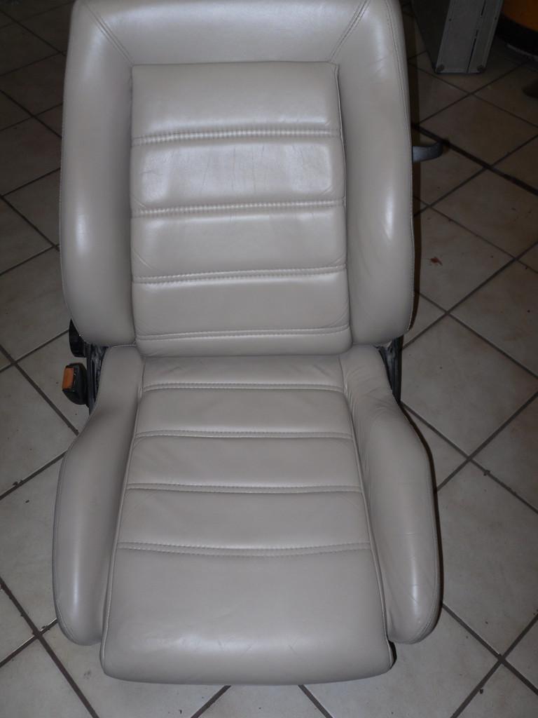 Fahrerseite - Sitz kann sich wieder sehen lassen