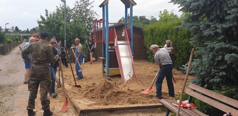 Neuer Sand für den Spielplatz