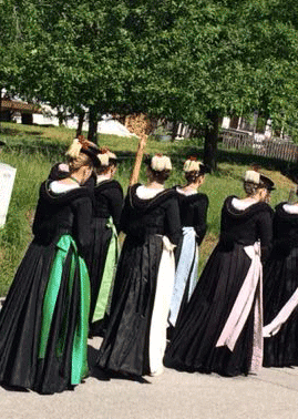 Frauen in Tracht