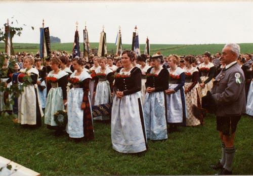 1980 - 75-jähriges Gründungsjubiläum mit Fahnenweihe