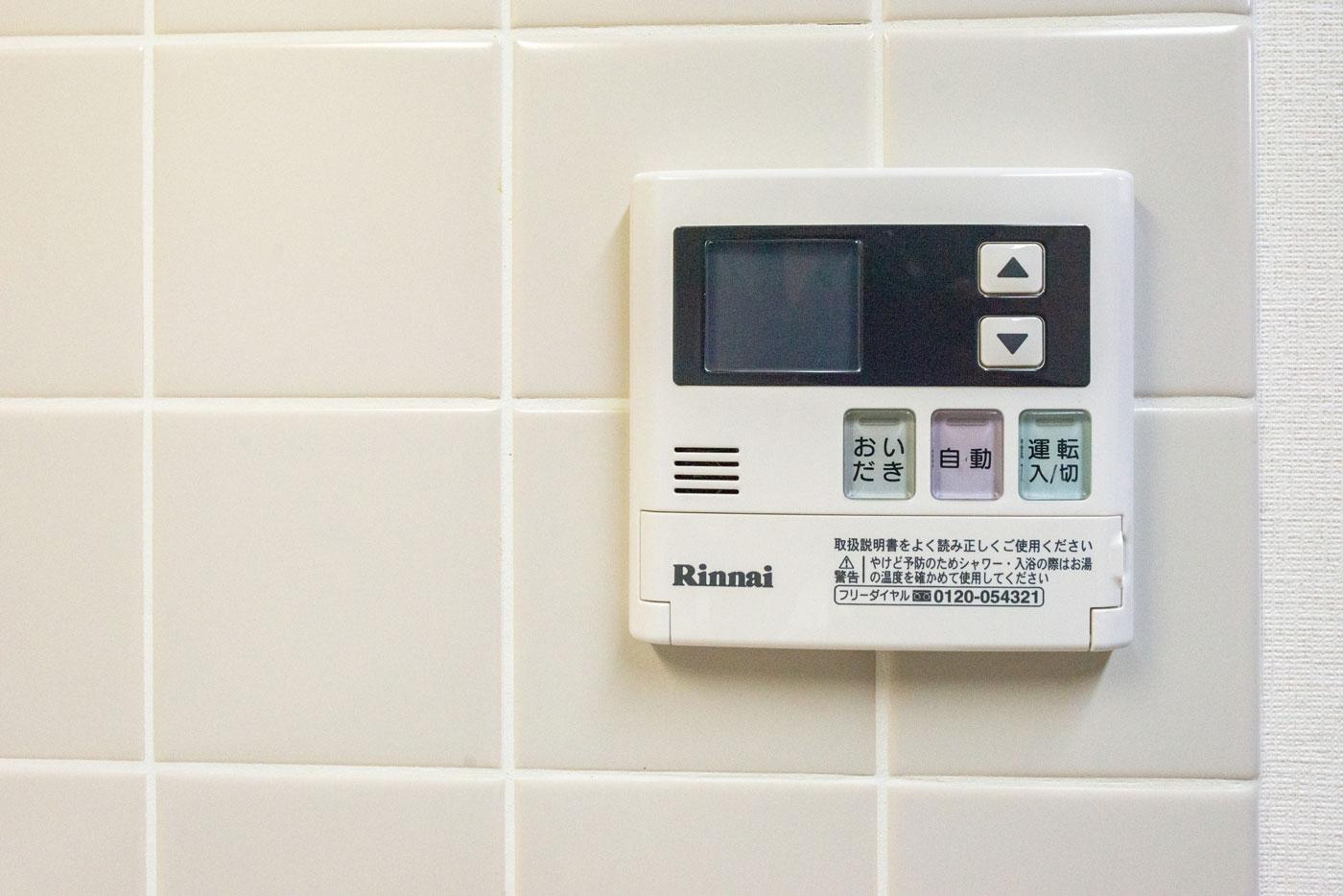 キッチンにある浴室コントローラー