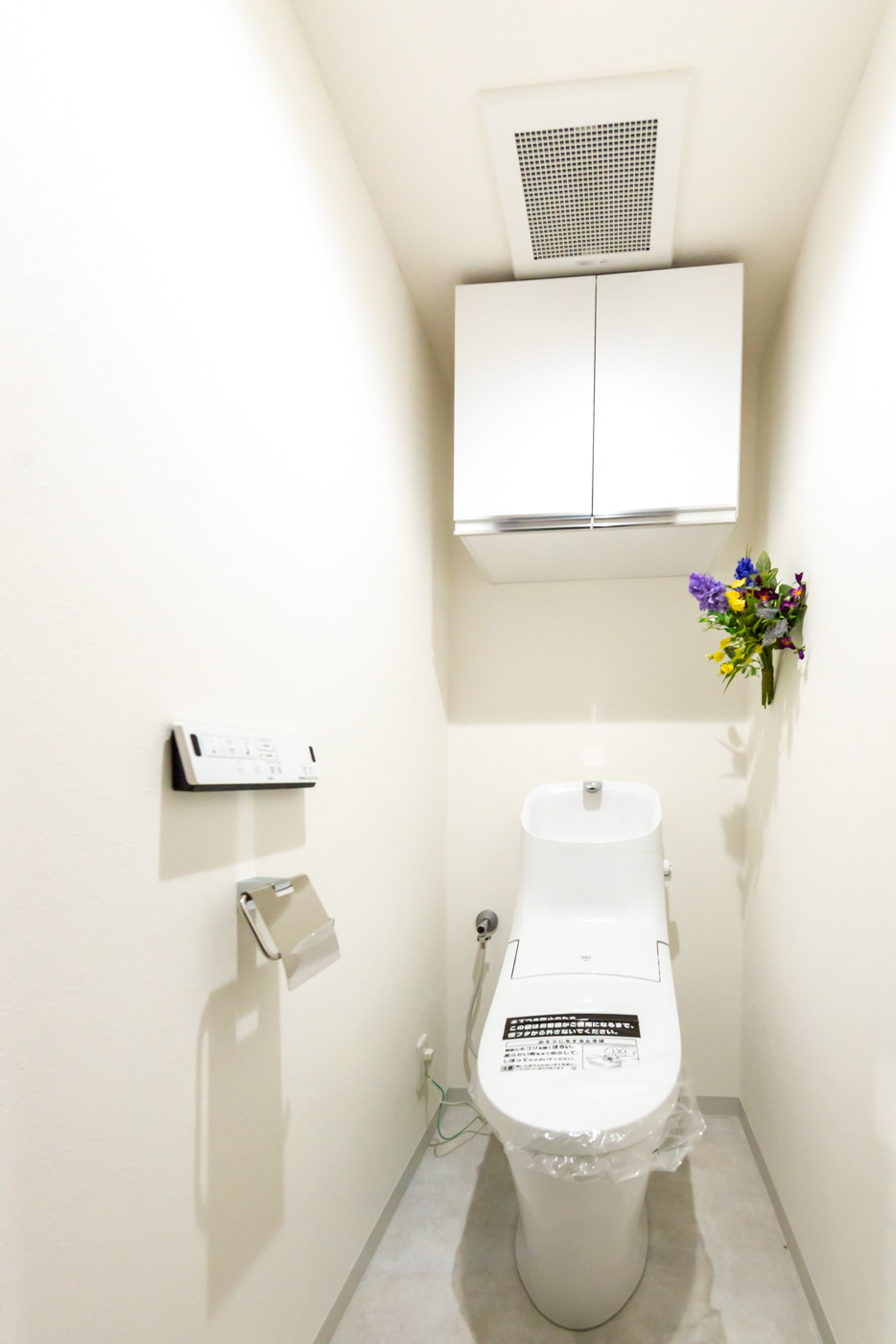 清潔感溢れるトイレ 上部戸棚を付けました