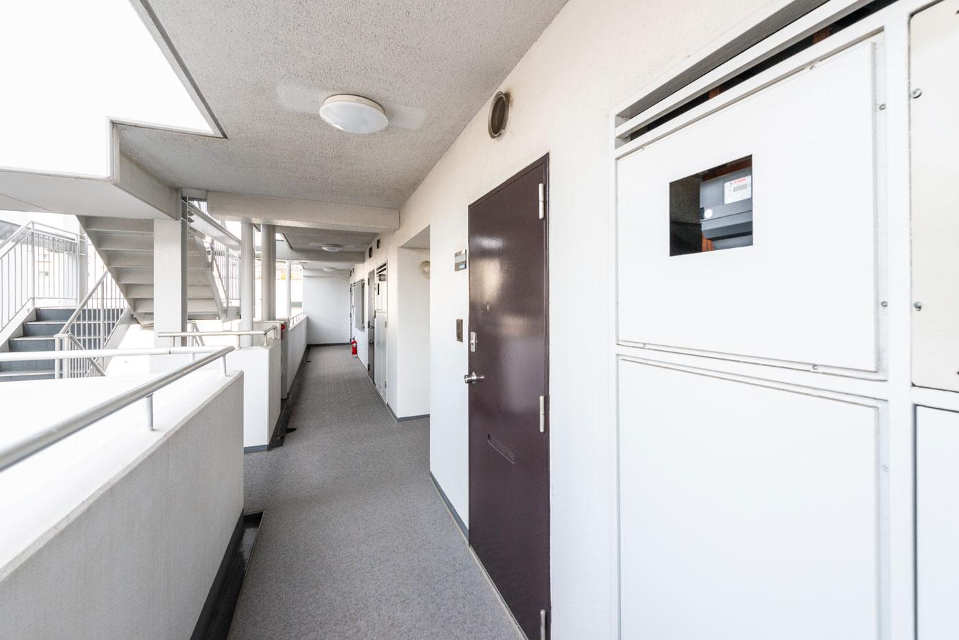 玄関前共用廊下1