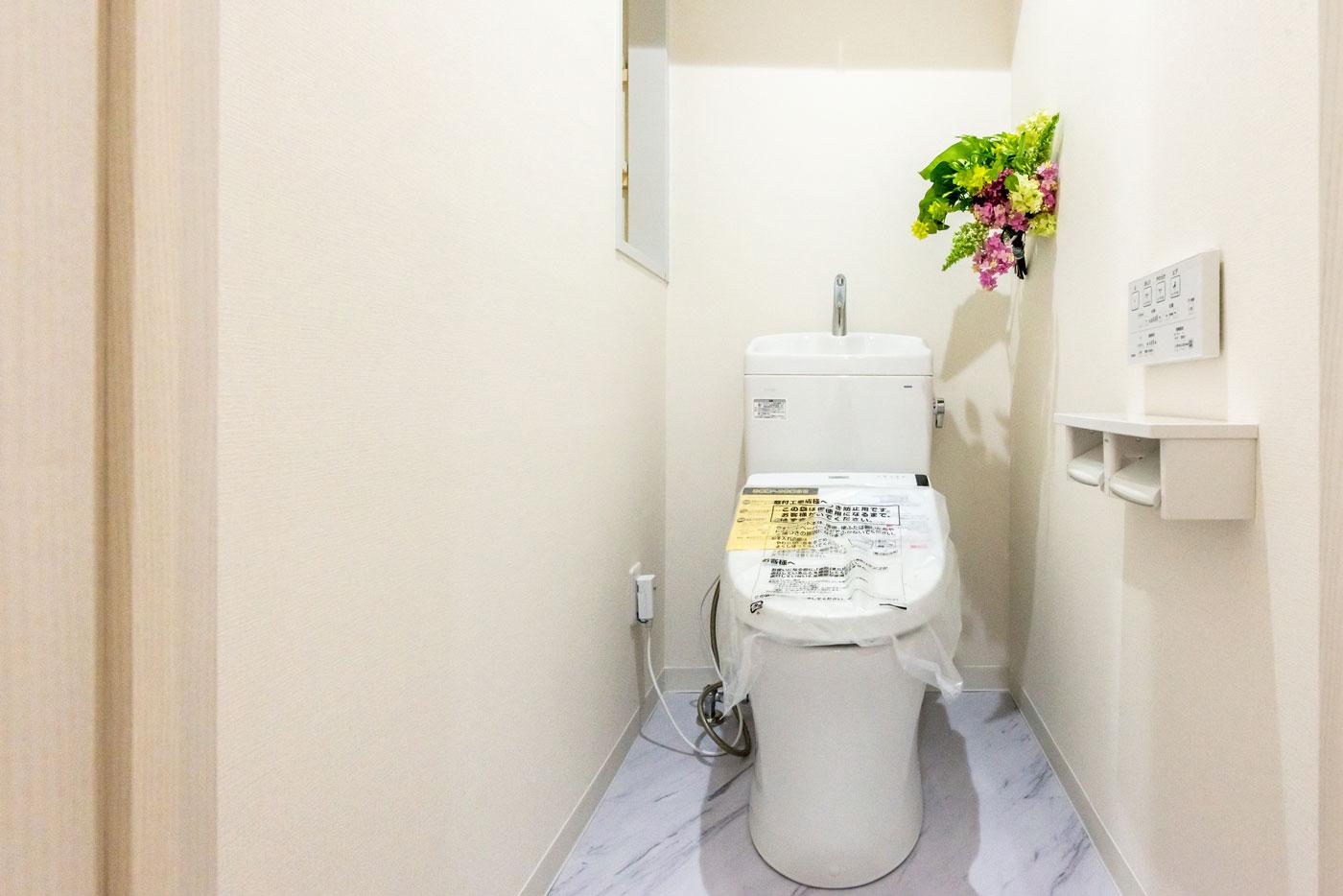 トイレ(吊戸棚と棚付)