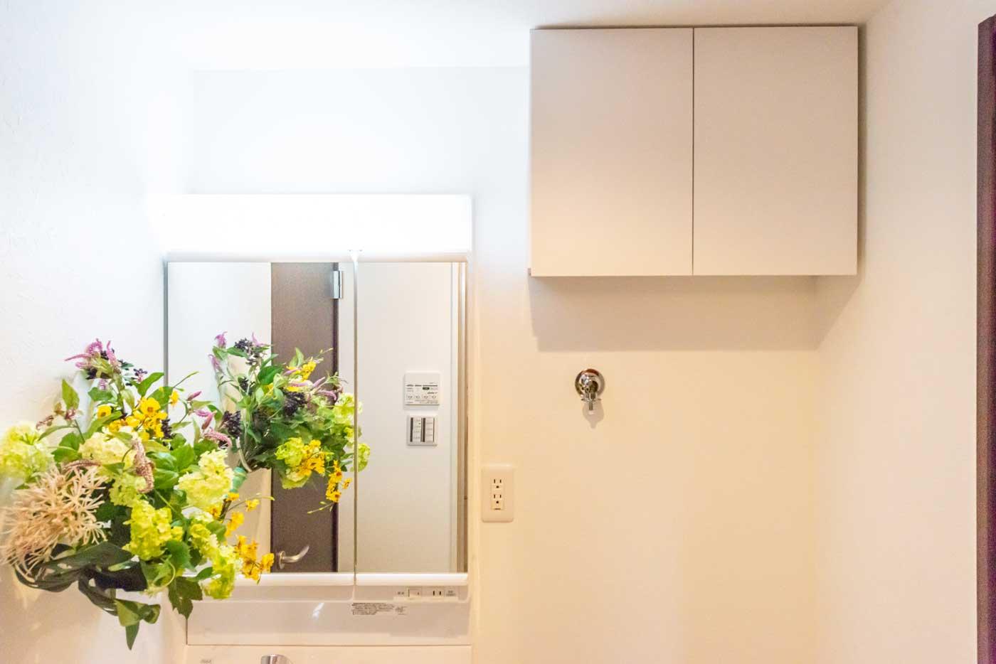 洗面室に戸棚を新設
