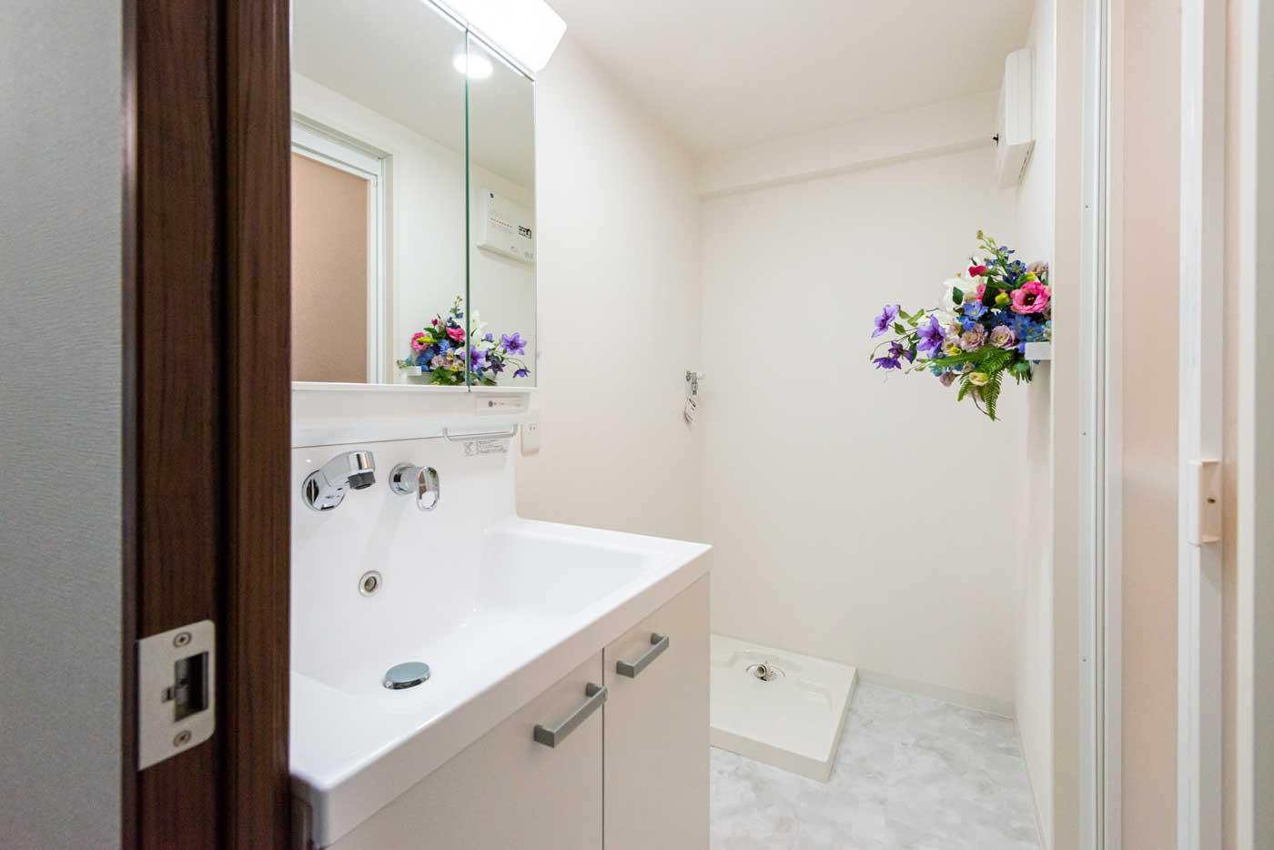清潔感溢れる洗面室