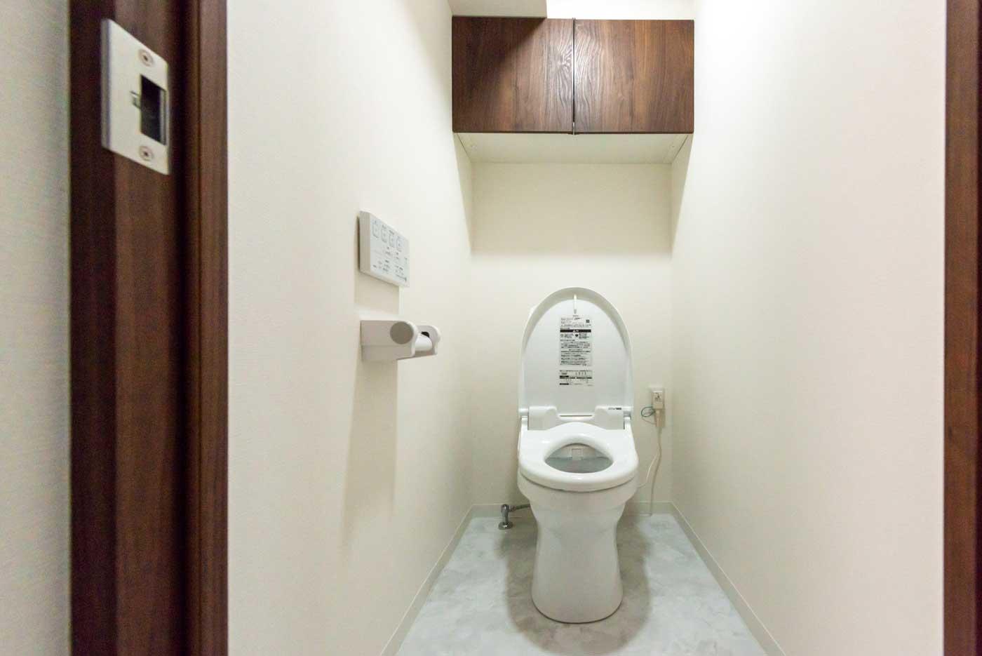 機能的なトイレ(収納をご用意しました)