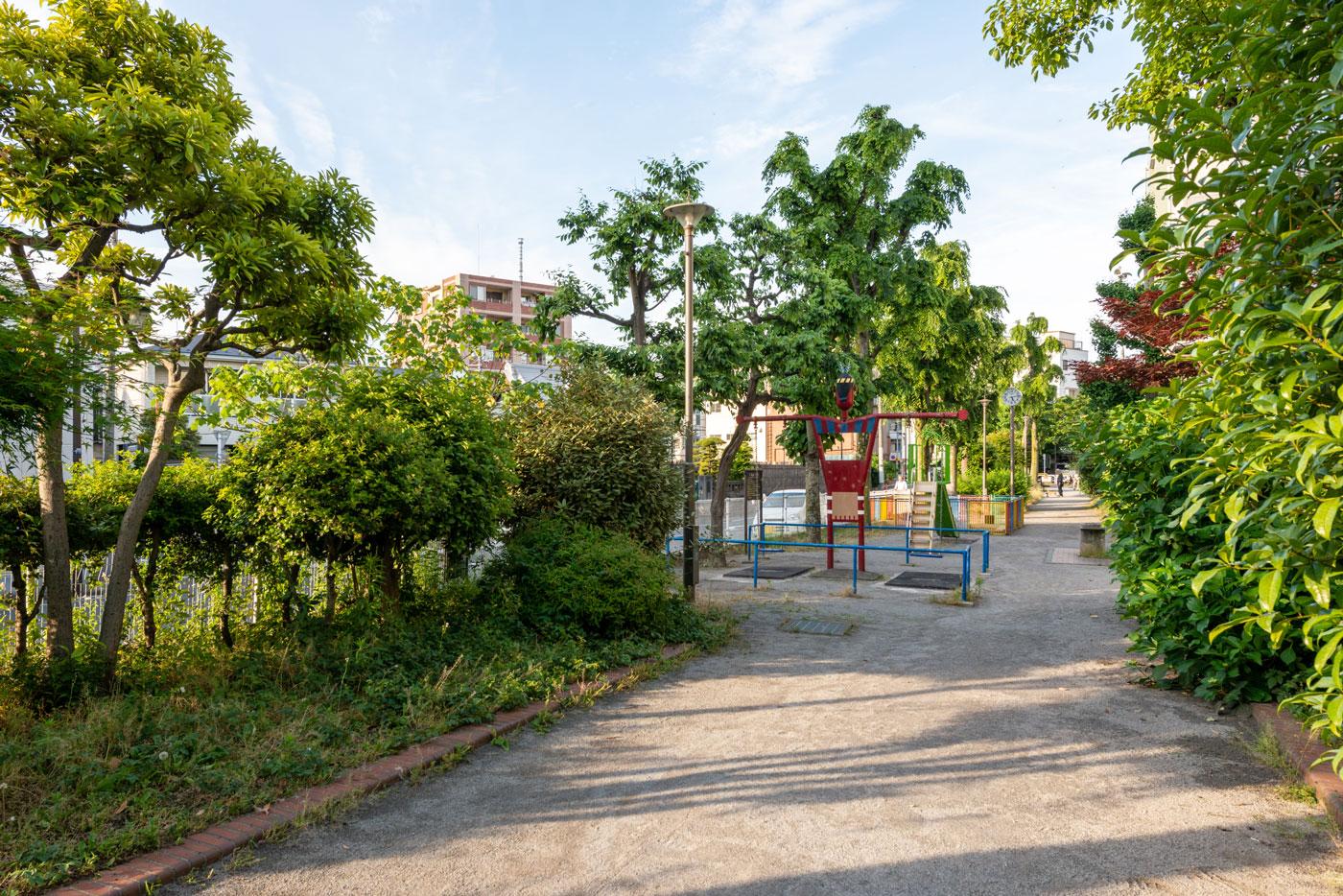 森下駅A5出入口から続く五間掘公園2