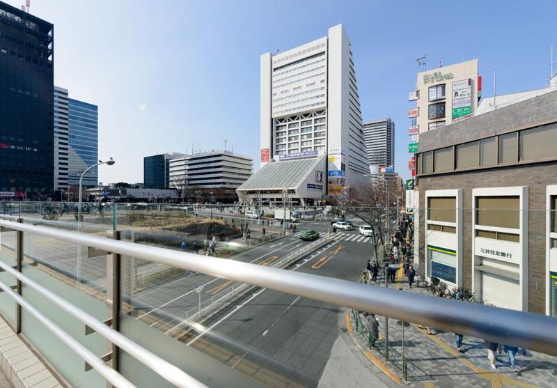 中野駅北口1(歩道橋から眺める中野サンプラザ)