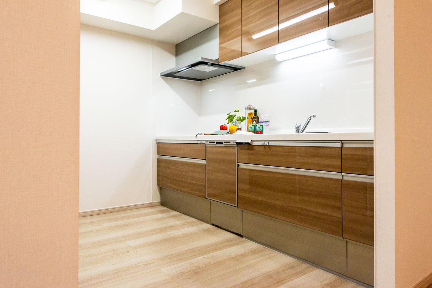 床暖房のある独立型キッチン(食洗機付)