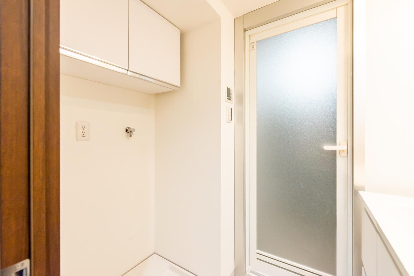 洗面室の上部吊戸棚