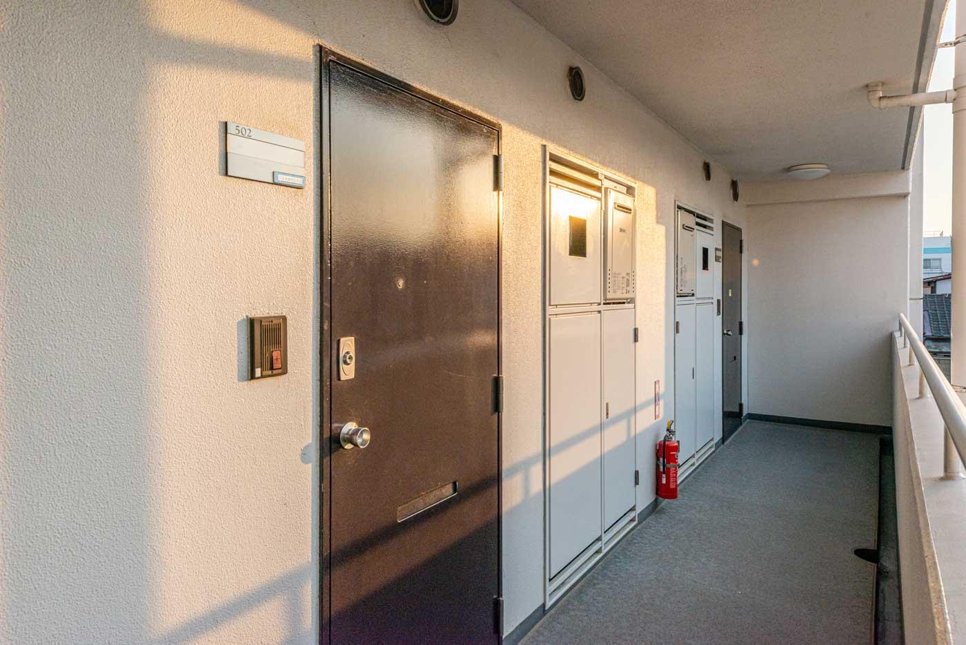 玄関前共用廊下2