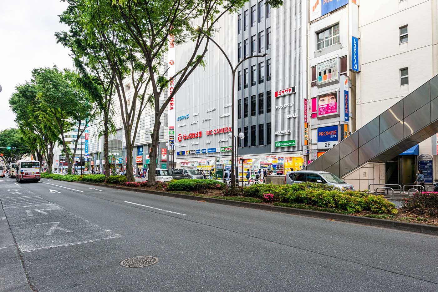 ビックカメラ立川店(950m)