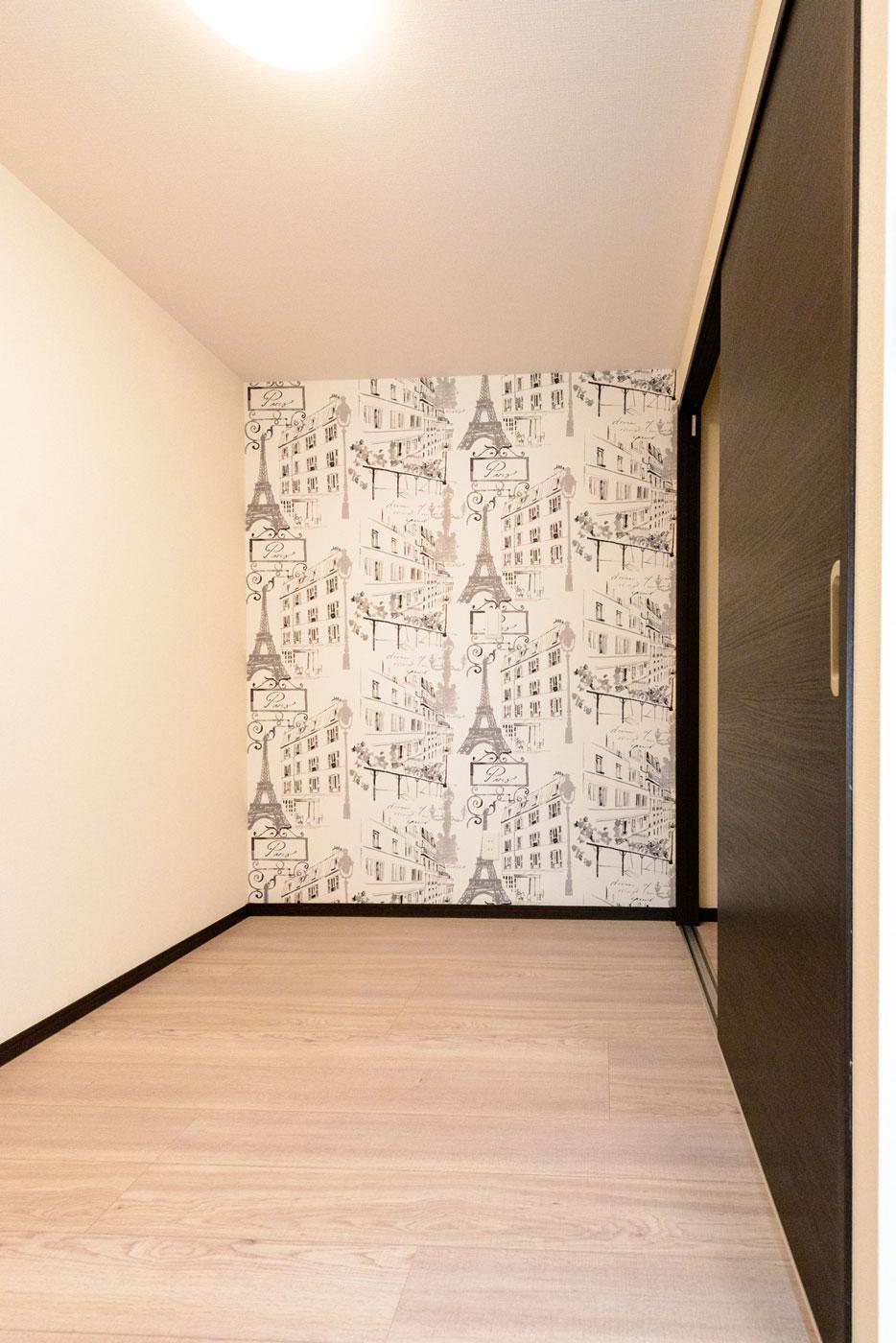 クローゼットと壁紙