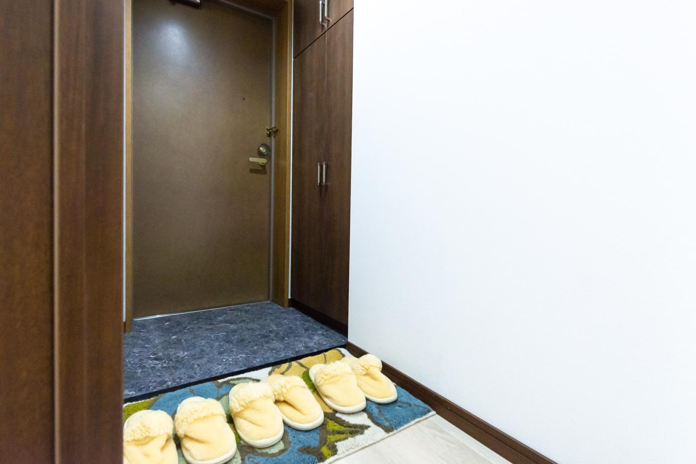 トール型玄関収納のある玄関