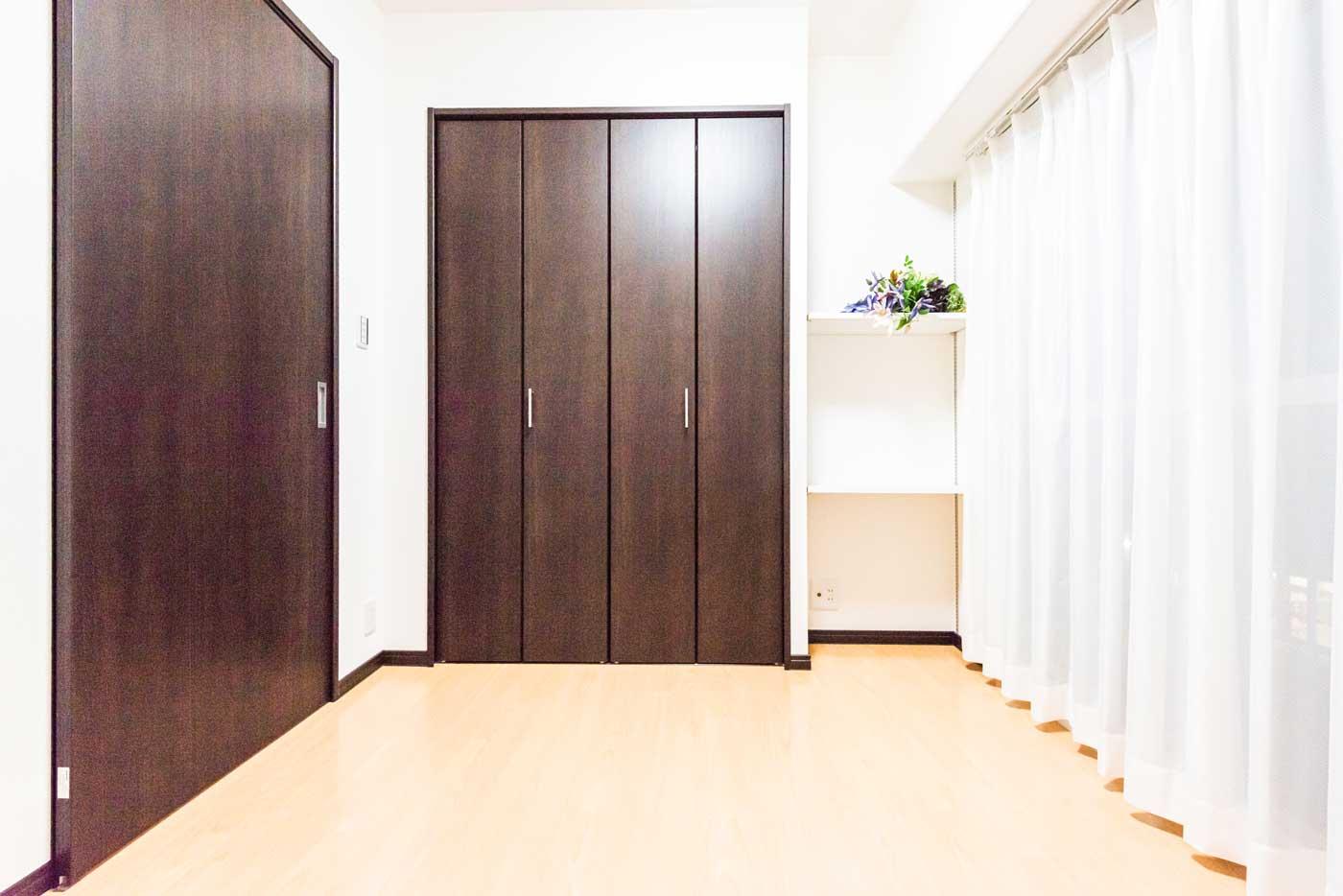 洋室(約4.5帖)可動式の棚を新設