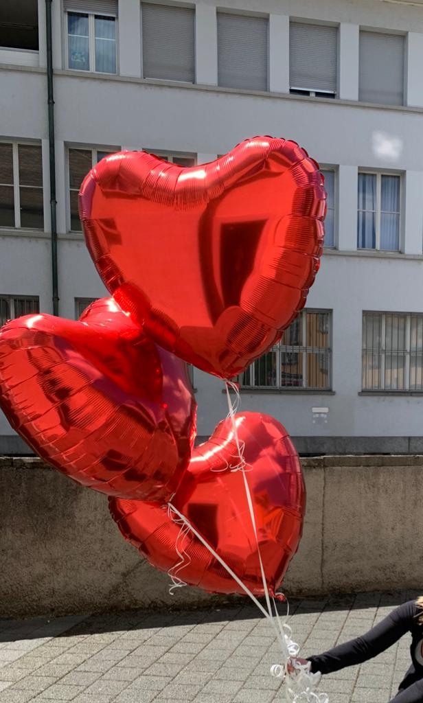 Helium-gefüllte Folien-Ballone in Herzform für Hochzeiten