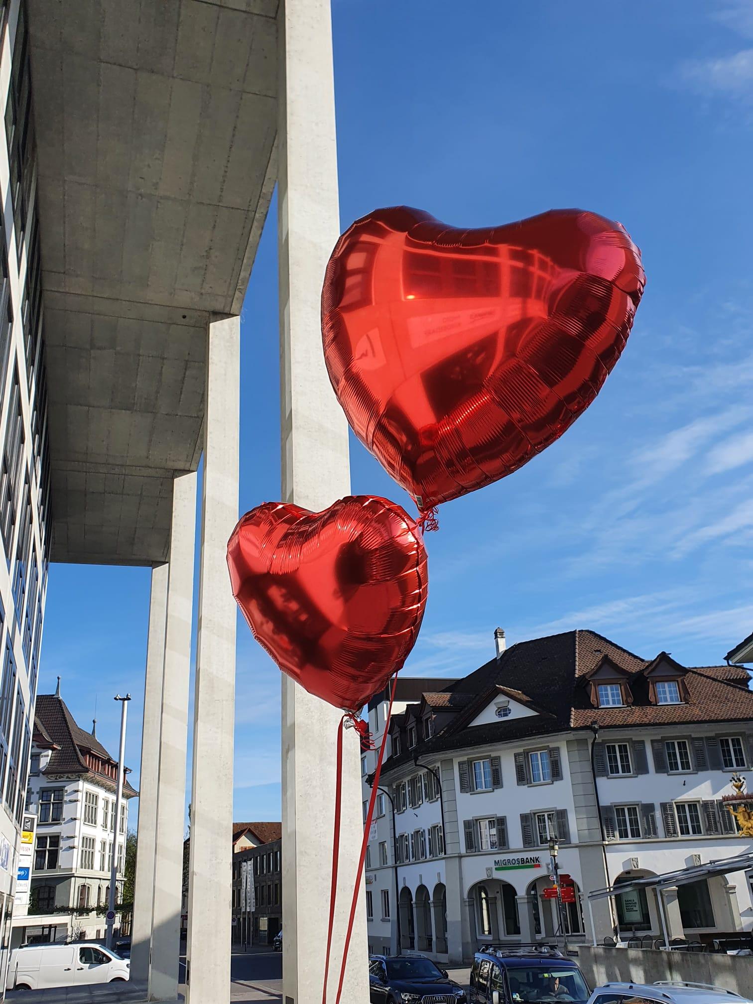Helium-gefüllte Folien-Ballone in Herzform