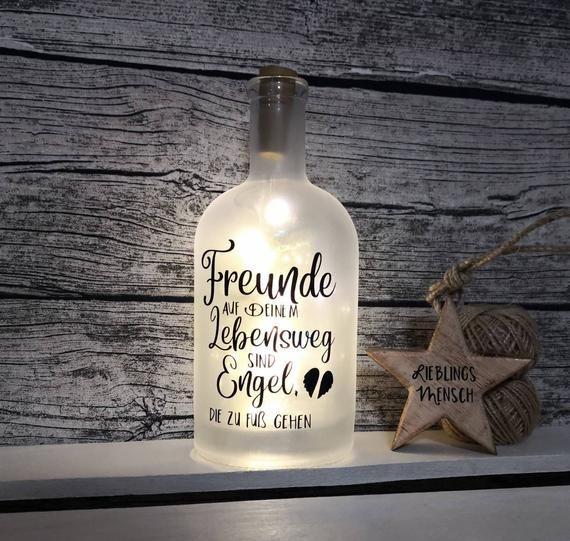 Flasche beleuchtet mit Spruch