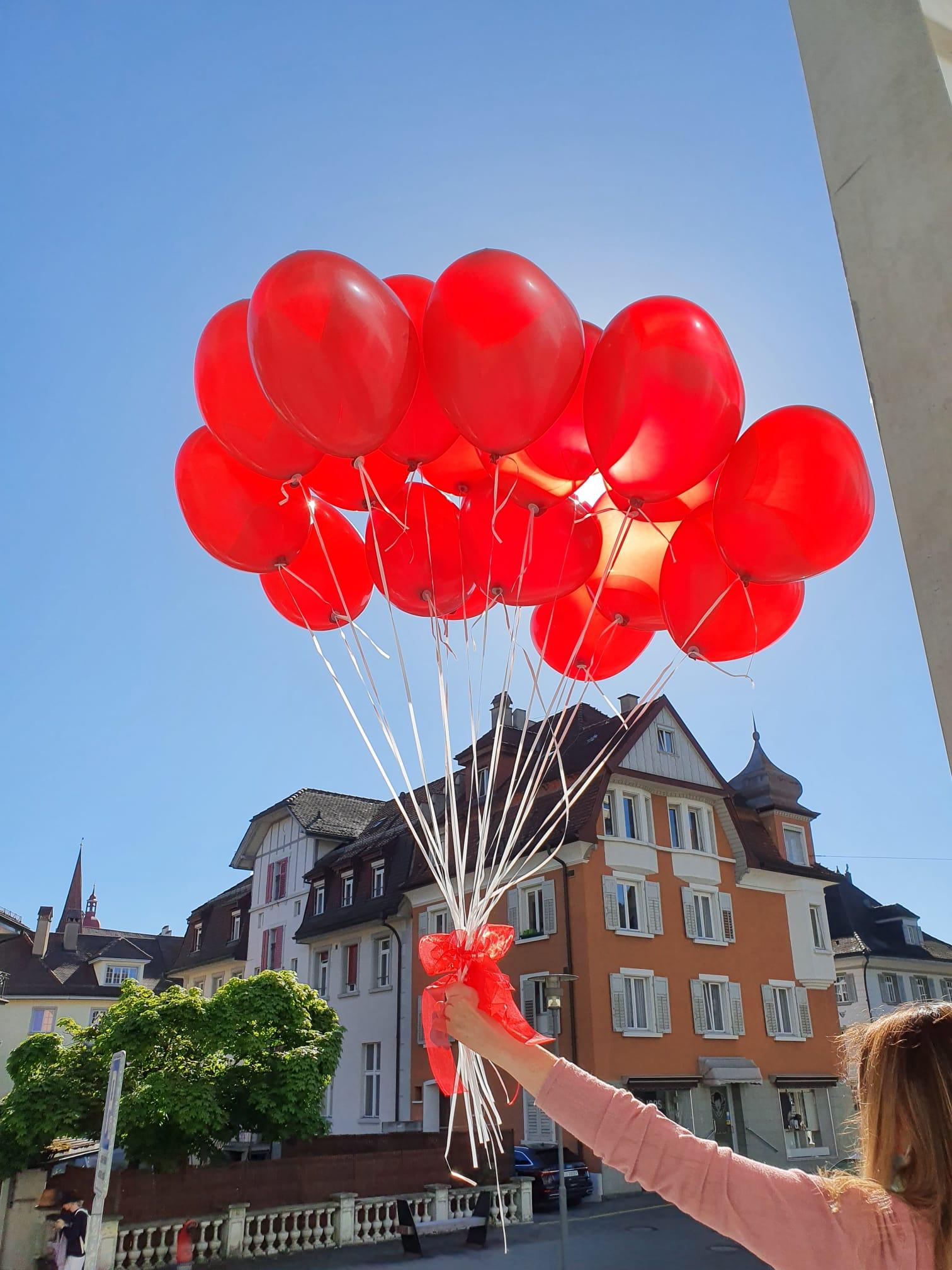 Helium-gefüllte Latex-Ballone für einen effektvollen Auftritt