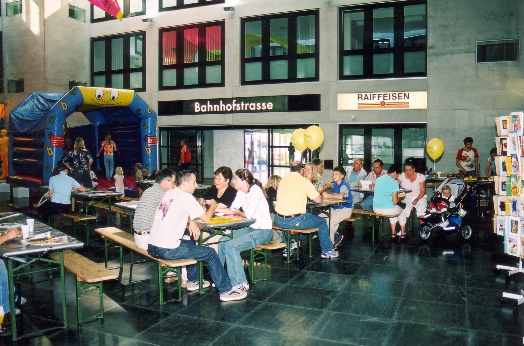 Eröffnungs-Risotto im Innenhof