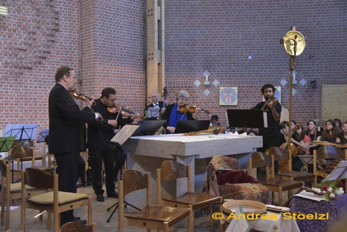Konzerte für mehrere Soloviolinen von Bach und Vivaldi: Florian Sonnleitner - Tobias Steymans - Ahmed Mounib - Ursula Billig-Klafke