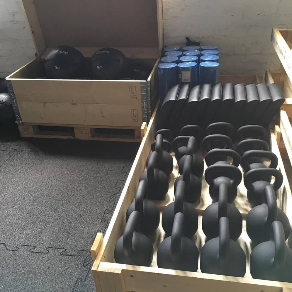 8. Aug.: Jeden Tag einen Schritt weiter! Aktuell kommen regelmäßig Lieferungen und wir bauen fleißig auf!