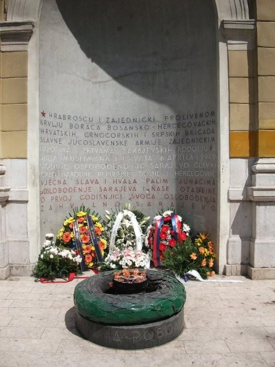 Die Ewige Flamme erinnert an die Befreiung im zweiten Weltkrieg
