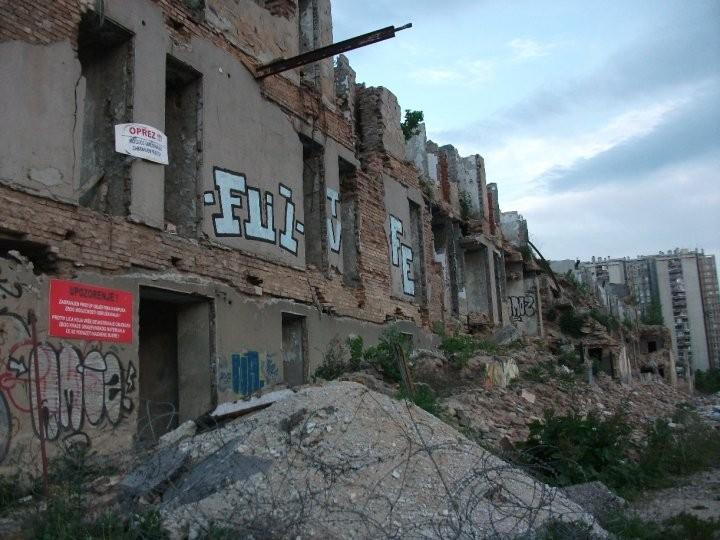 Demolierte Häuser finden sich nahezu überall in Sarajevo