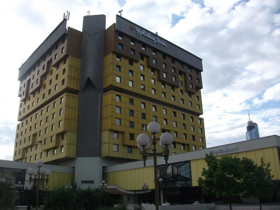 Das Holiday Inn Hotel, dessen Dach in der frühen Kriegsphase von serbischen Soldaten besetzt wurde