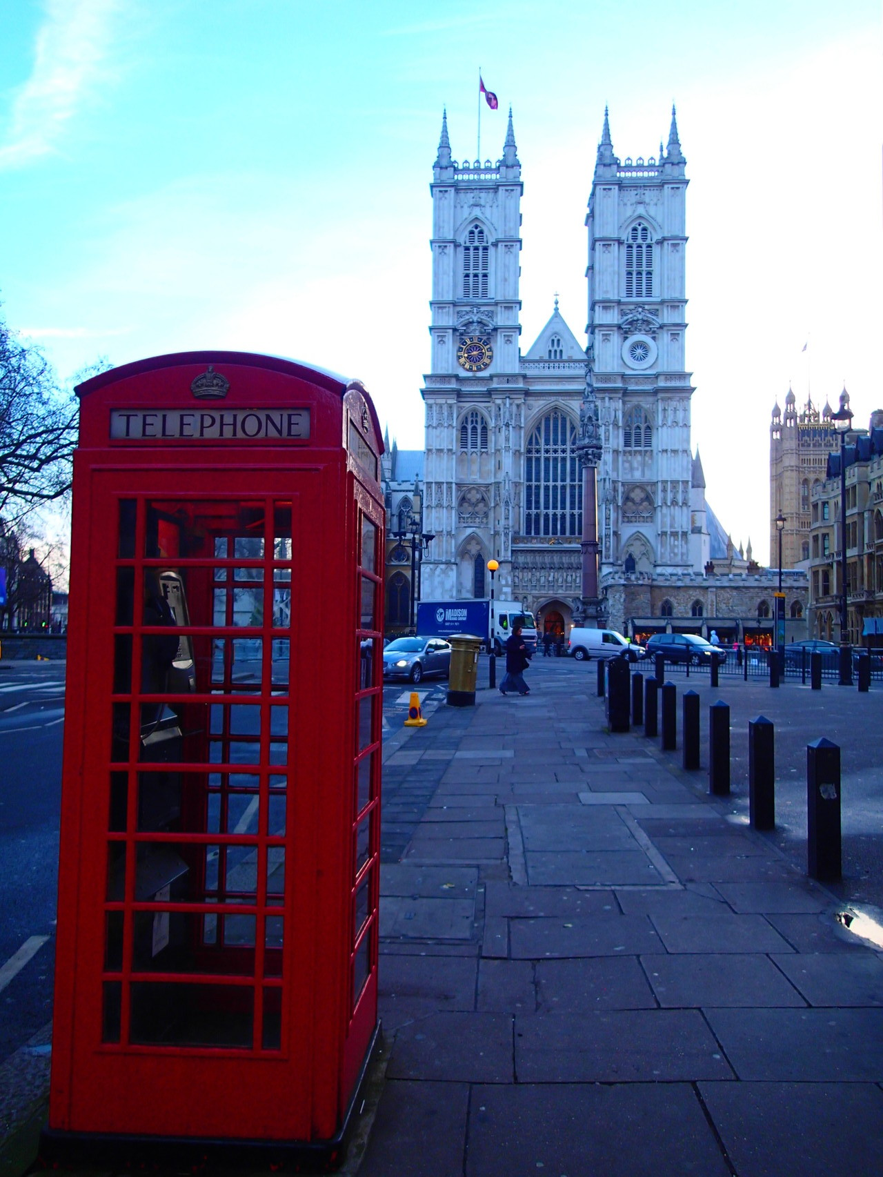 A phone box with the Westminster Abbey in the background