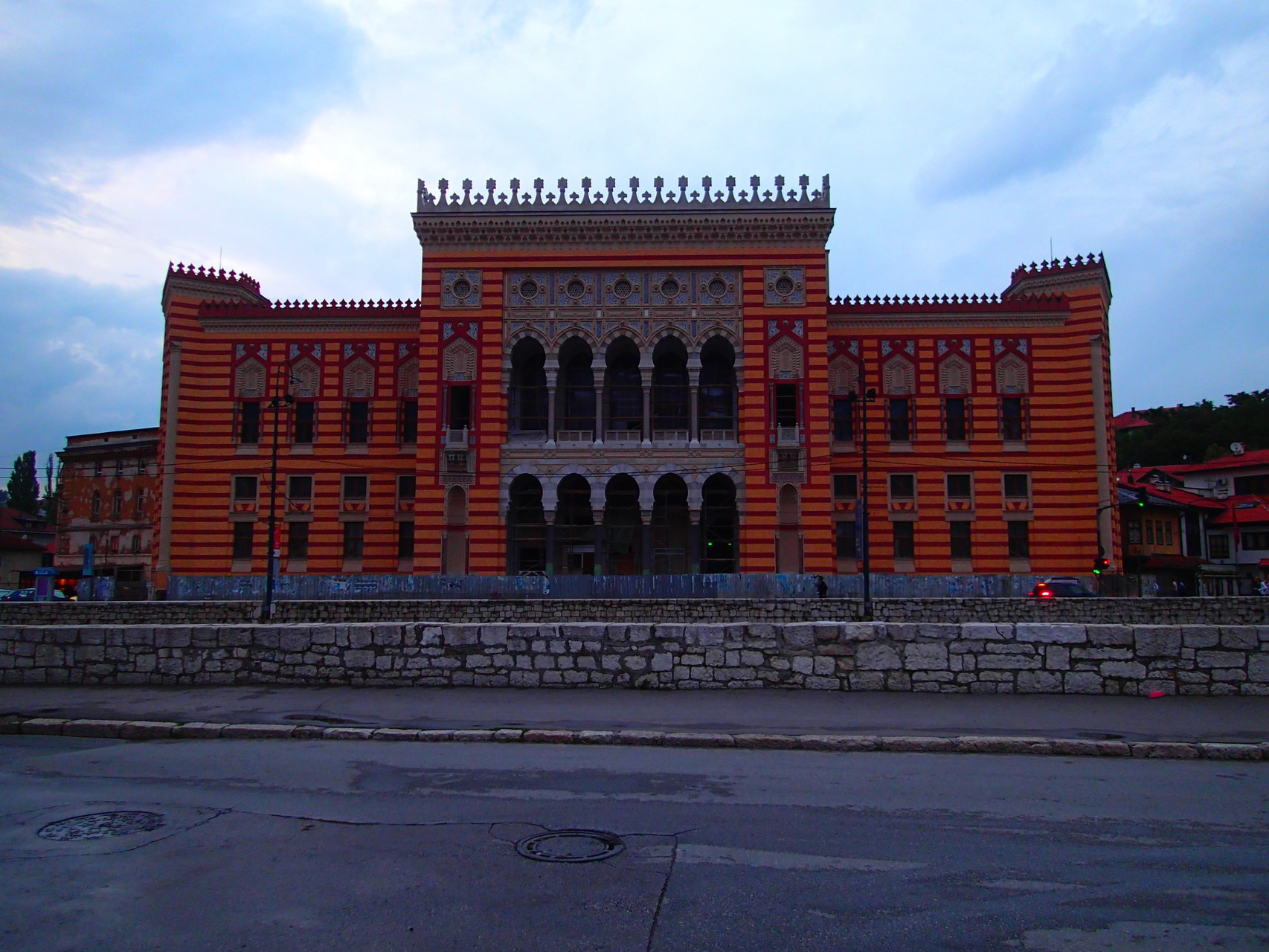 Vijecnica: The facade has been reconstructed