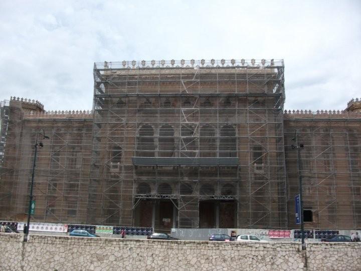 Nach dem schweren Brand im Jahr 1992 wird die Nationalbibliothek Vijecnica mittlerweile restauriert