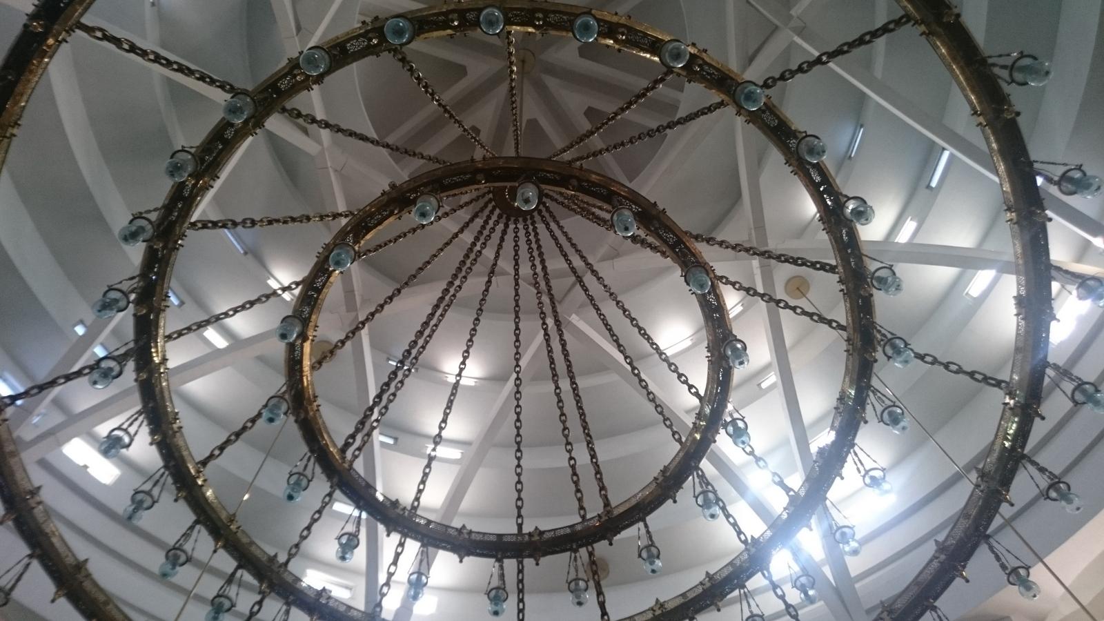 die mit Tageslicht durchflutete Kuppel der Großen Moschee