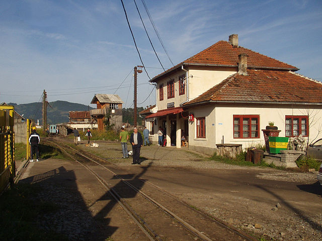 Beschaulich wirkt der Bahnhof Viseu de Sus, wenn die Forstarbeiter ins Wassertal gebracht wurden