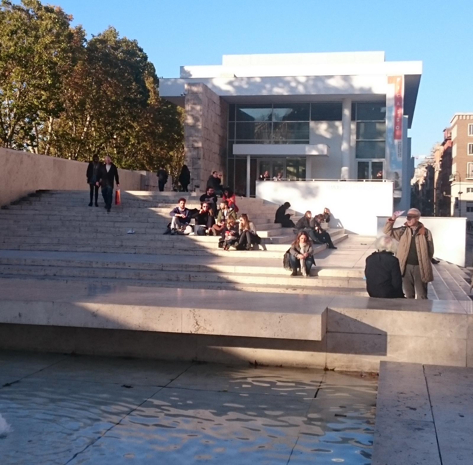 Der öffentliche Raum ist in Rom ein permanentes gesellschaftliches Konfliktthema; um den Neubau des Ara Pacis Museums wurde jahrelang gestritten