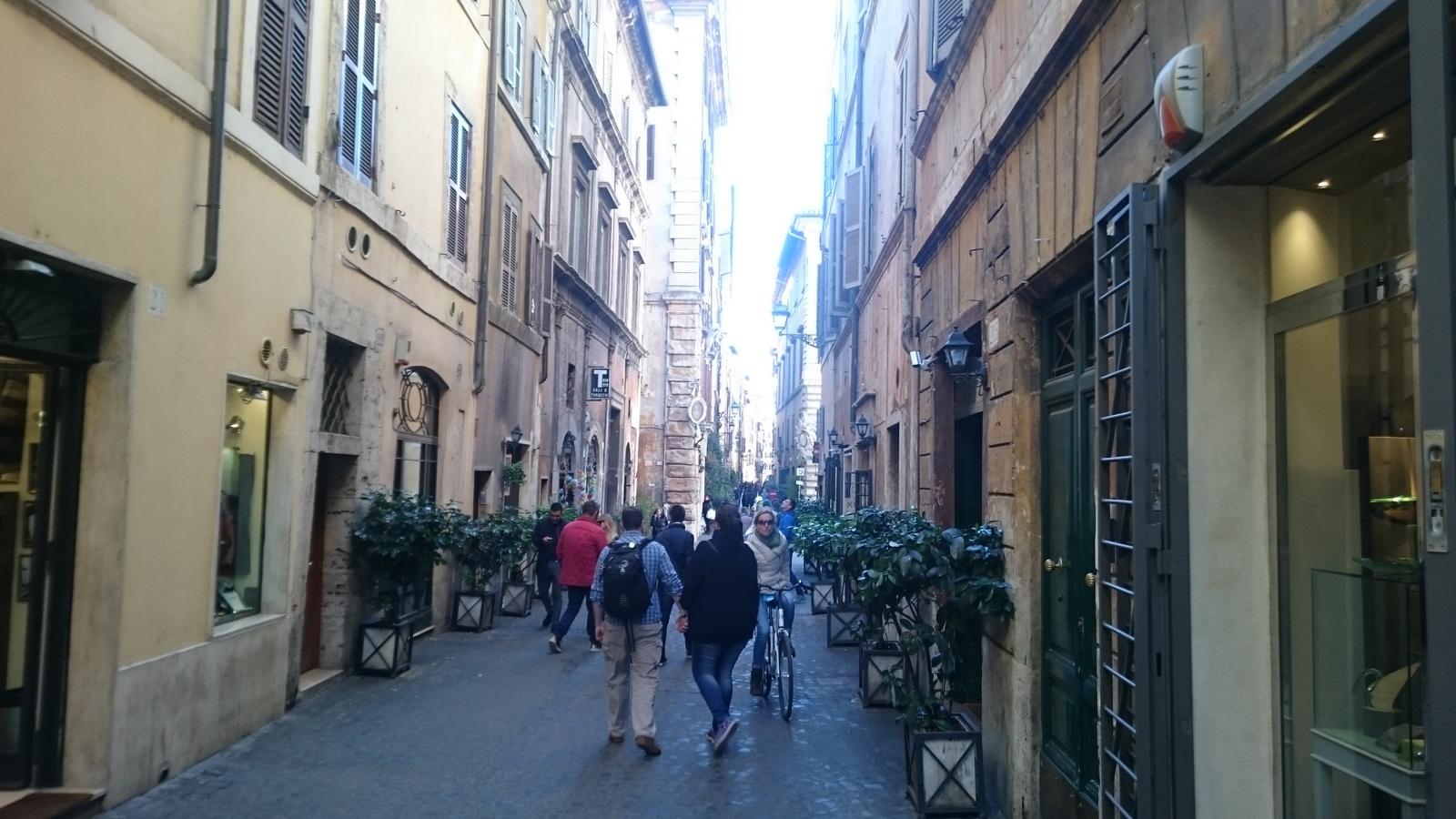 beschaulich wirkt der Alltag auf der Via dei Vascellari im alten Stadtviertel Travestere