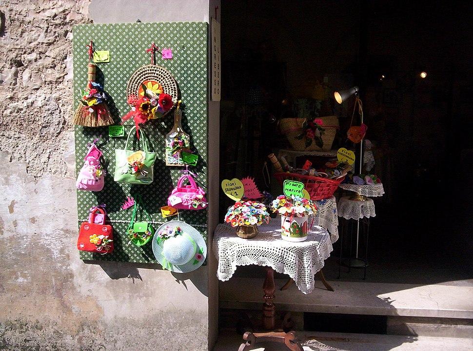 In der Altstadt von Spello gibt es längst mehr Souvenir- als Lebensmittelläden