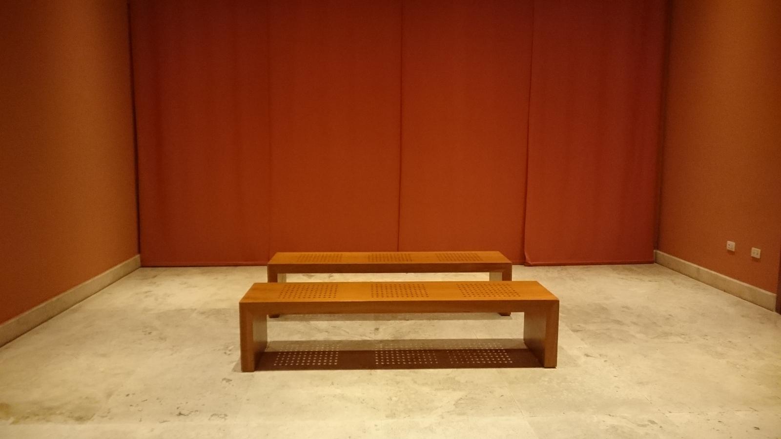 schlichte Möblierung im Foyer des Parco della Musica