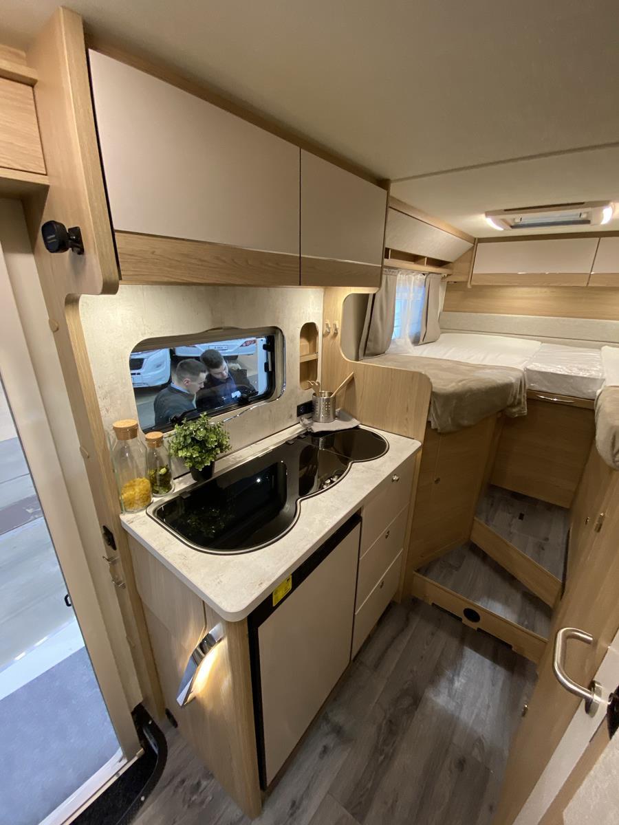 LMC Van 643 G Küche