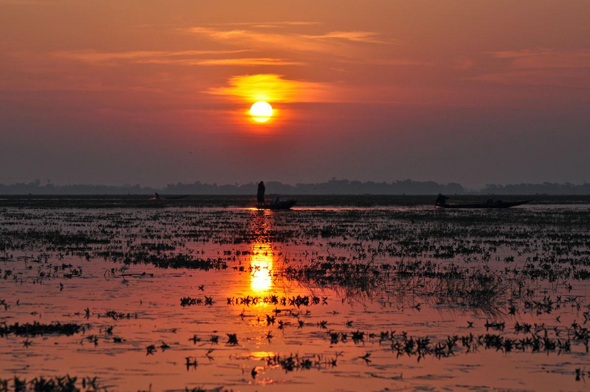zonsopgang op Sonir Haor (verbinding van Tahirpur naar Beheli)