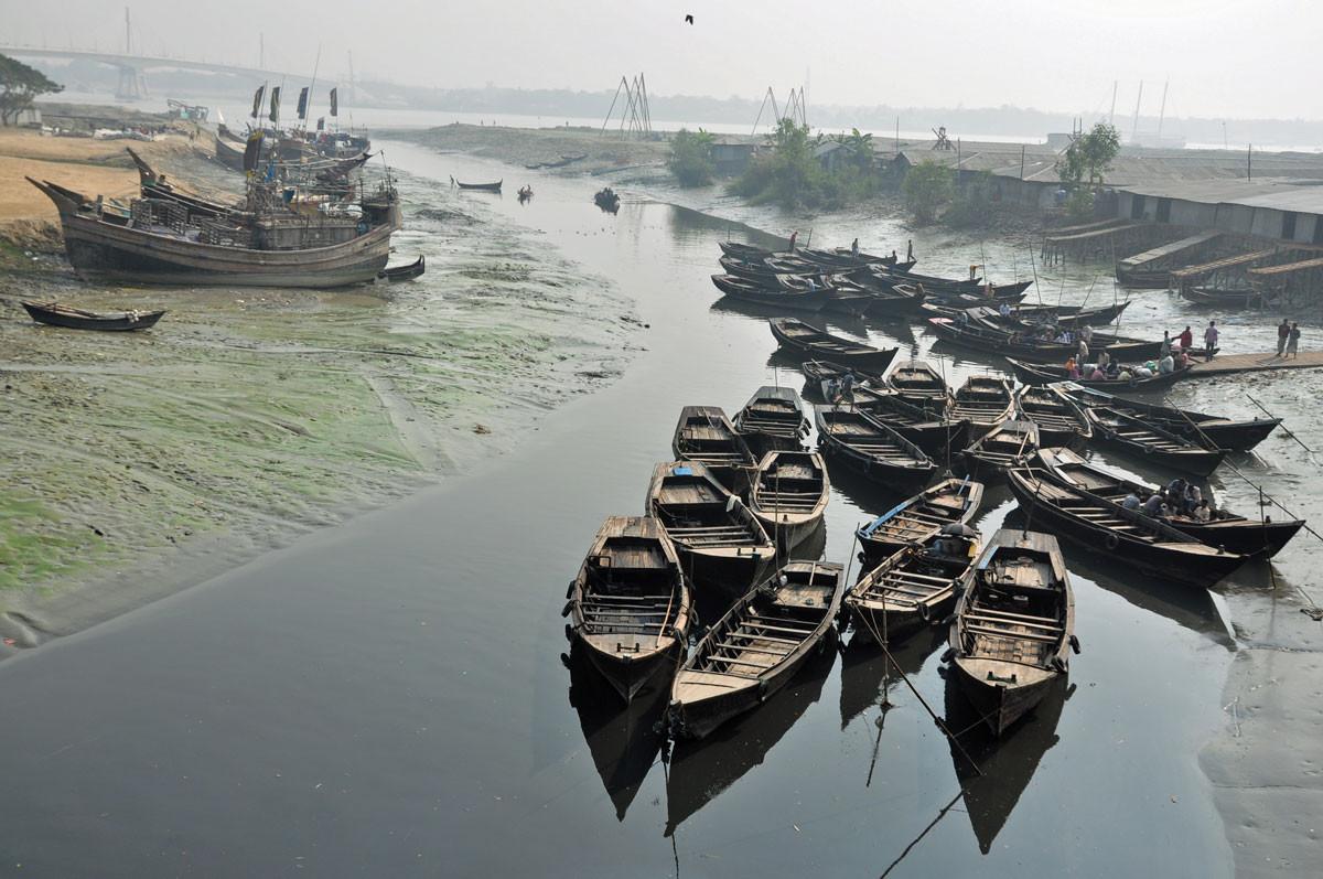 Sadarghat, de haven van Chittagong