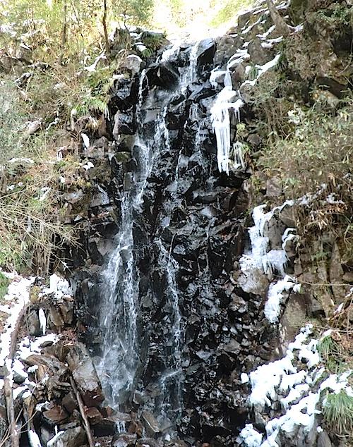 六方の滝の下流の滝
