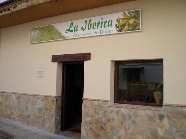 Fachada de nuestro punto de venta, en Pasaje Puerto Rico, de Bailén (Jaén)