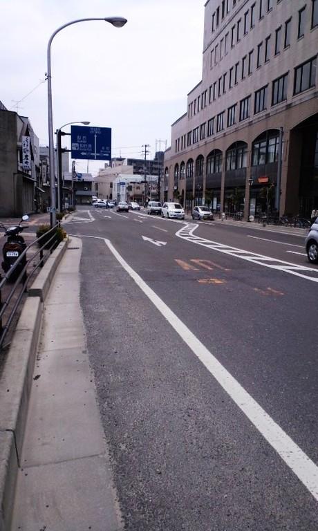 塩釜市中心部の道路(うねりが凄い)